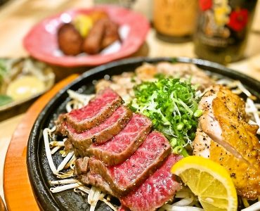 【鹿児島県が誇る三つの黒の溶岩焼き盛り合わせ】黒牛、黒豚、黒さつま鶏 2480円